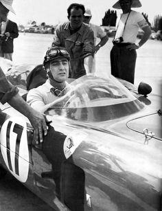 Eugenio Castellotti in the Ferrari 860 Monza Maserati, Lamborghini, Sports Car Racing, Race Cars, Auto Racing, Alfa Romeo, Ferrari Scuderia, Ferrari Racing, Gilles Villeneuve