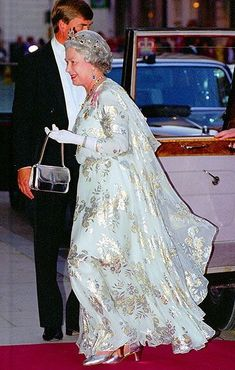 1995. Perhaps she saves her most dramatic dresses for Kuwait… On a return trip to the sovereign Arab state in 1995, Queen Elizabeth glowed in a flowing silver gown embossed with floral details, plus metallic accessories an