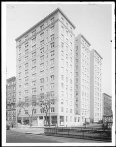 West 91st Street at the N.E. corner of Broadway. Apartment house.