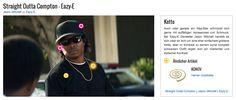 Auch oder gerade ein Rap-Star schmückt sich gerne mit auffälligen Accessoires und Schmuck. Bei Eazy-E Darsteller Jason Mitchell handelt es sich zwar an sich um eine eher einfachere goldene Kette, aber im Kontrast zu seinem sonst komplett schwarzen Outfit ergibt sich ein markanter und stylischer Kontrast.