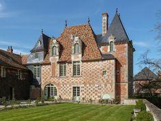 Chateau de Victot-Pontfol, façade à damiers du XVI° siècle   Flickr: partage de photos!