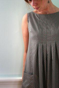 Les plis sur la poitrine sympa, ..un peu vetement grossesse...Made using a Japanese sewing pattern.