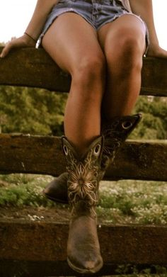 Cowgirl' boots i want these boots!! But seriously... A true lady don't wear boots n shorts less she's gotta.