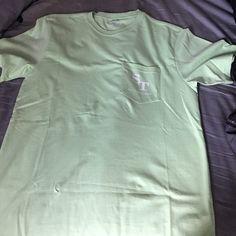 Men's Green Southern Tide T-Shirt Like green Southern Tide graphic t-shirt. Size small. Never worn Southern Tide Tops Tees - Short Sleeve