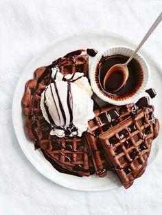 Chocolate waffles for breakfast? Chocolate waffles for breakfast? Think Food, I Love Food, Chocolate Waffles, Chocolate Syrup, Dessert Chocolate, Chocolate Coffee, Delicious Chocolate, Chocolate Lovers, Nutella Waffles