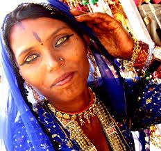 Gypsy: Gypsies from the Thar desert, known among other things for their exotic musical instruments. Shown here, Papu, a tribal from Pushkar in Rajasthan, India. Bohemian Gypsy, Gypsy Style, Gorgeous Women, Beautiful People, Gorgeous Lady, Beautiful Places, Romanian Gypsy, Gypsy People, Gypsy Eyes