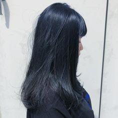 初投稿 ネイビーカラーに染めた ブリーチ回数は1回だよ #ヘアカラー #サロンモデル #カラーモデル #美容室 #美容垢 #オシャレ #おしゃれさんと繋がりたい #黒髪 #ネイビー #ブルーブラック #instagood #followme #hairstyle #hair#color #summer #blue Trend Trendy Hair Hairstyles Makeup Beauty Hair Color Asian, Hair Color Blue, Navy Blue Hair, Asian Short Hair, Asian Hair, Hair Inspo, Hair Inspiration, Pelo Color Azul, Midnight Blue Hair