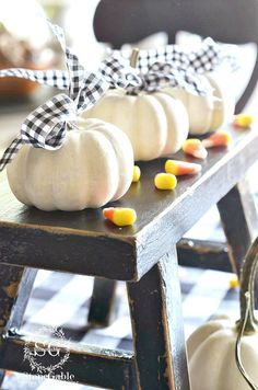 60 FALL DECORATING DETAIL IDEAS- Bring the fall indoors with fabulous details of the autumnal season. Here are 60 easy to do ideas for fall.