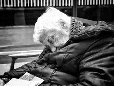 Sleeping passenger. (C) Emmanuel Signorino
