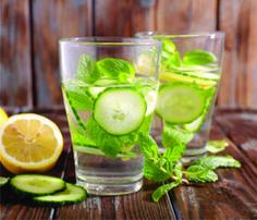 Detox Water: Healthy Drinks for Weight Loss Detox Cleanse For Weight Loss, Body Detox Cleanse, Detox Your Body, Detox Soup, Natural Colon Cleanse, Natural Detox, Natural Herbs, Detox Drinks, Healthy Drinks