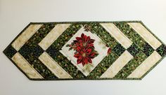 Navidad patchwork acolchado tablerunner. por StephsQuilts en Etsy