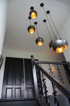 Tom Dixon, beads lampen in het trapgat.