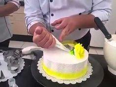 Bolo especial para o Dia dos Namorados feito pelo nosso chef, Mário Silva! Compartilhe com seus amigos. Veja mais em http://www.hulala.com.br Facebook: http:...