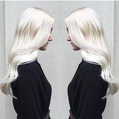 @aimeeblondie hit the mark with this perfect platinum blonde. Push your blonding services further by adding Olaplex #1 in your lightener. #platinum #blonde #healthyhair #olaplex