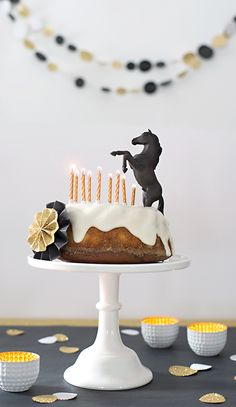 horses children& birthday party - beautifully made cake decorating recipes kuchen kindergeburtstag cakes ideas Make Birthday Cake, Horse Birthday Parties, Birthday Cupcakes, Horse Birthday Cakes, Cake Disney, Horse Cake, Horse Party, Maila, Pony Party