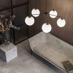 Menu Tribeca Chamber Hanglamp Messing/Ø 76 cm Sofa Design, Furniture Design, Modern Furniture, Vase Design, Modern Decor, Sofa Manufacturers, Cube Table, Chandelier For Sale, Old Lamps