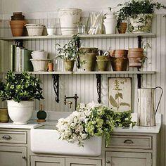 gardening+center+-+garden+tools+organization+-+garden+bench+-+garden+work+bench+-+potting+bench+-+gardening+-+garden+-+via+pinterest.jpg (400×400)