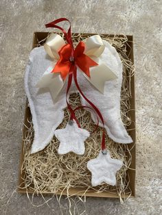 Handmade - Ručne šité anjelské krídla, cca 20cm veľké + stuha. Celá výška 45cm. Amart design Angel Wings, Christmas Ornaments, Holiday Decor, Red, Baby, Handmade, Hand Made, Christmas Jewelry, Baby Humor