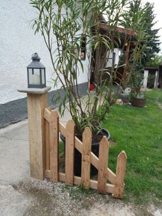 80 Briliant Garden Privacy Fences and Gates Ideas - Alles über den Garten Garden Crafts, Garden Projects, Garden Art, Garden Privacy, Privacy Fences, Fencing, Fence Gates, Garden Fences, Small Garden Fence