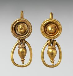 Gold earrings with pendant vase and ring, Classical period, Etruscan, 4th century BC