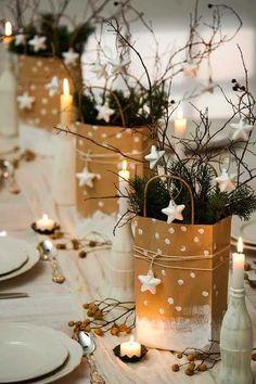 Papiertüten, Tannengrün, Reisig und ein paar Sterne - mehr braucht es nicht, eine schöne Tischdekoration zu zaubern.