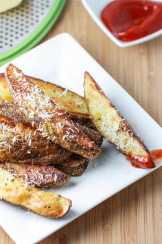 Roasted Italian Parmesan Potatoes....Ingredients  1 lb russet potatoes (about 1 large potato or 2 small potatoes);   1 tbsp Italian seasoning (half of a small packet);    1 tbsp olive oil;    ¼ cup freshly grated Parmesan cheese;   sprinkle of sea salt