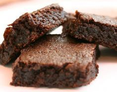 STEVIA Recipes - i pinned this for the stevia vs. sugar conversion but there are also links to many stevia recipes here. Stevia Desserts, Stevia Recipes, Sugar Free Recipes, Sweet Recipes, Brownie Recipes, Dessert Recipes, Basic Brownies Recipe, Cake Recipes, Dinner Recipes