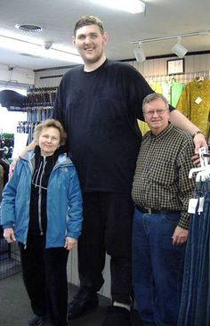 Igor Vovkovinskiy named tallest man in America Taking trips when you are 7 foot inches tall can be a challenge but Igor Vovkovinskiy le. Giant People, Big People, Tall People, Short People, Human Giant, Short Couples, Nephilim Giants, Genesis 6, Human Oddities