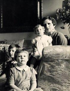 Queen Helen with her granddaughters Margareta, Helen and Irina.