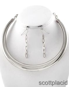 """CHUNKY CHOKER SILVER TONE NECKLACE SET     * If you need a necklace extender I have them for sale in my store.*        HOOK EARRINGS: 2 1/2"""" LONG    LOBSTER CLAW CLOSURE     Necklace: 16 1/2"""" + EXT       COLOR: SILVER TONE $20.99"""