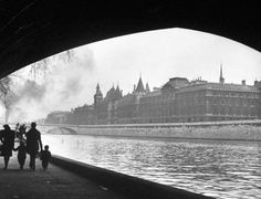 In the winter of 1946, like countless travelers before him through the centuries, LIFE photographer Ed Clark fell under the spell cast by the great, gorgeous city of Paris.