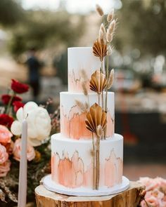 This cake is Between the color combination and the dried floral details, we could not be more inspired by this modern and boho cake by 🍰🌾⠀⠀⠀⠀⠀⠀⠀⠀⠀ ⠀⠀⠀⠀⠀⠀⠀⠀⠀ Via Photographer Venue Design + Planning Florals Video Calligraphy Catering Cake + Dess Black Wedding Cakes, Cool Wedding Cakes, Wedding Cake Designs, Green Wedding, Modern Wedding Cakes, Gold Wedding, Diy Wedding, Rustic Wedding, Autumn Wedding Cakes