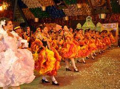 Por serem de origem europeia, as festas juninas apresentam vários elementos que não são da cultura brasileira, mas que com o passar dos anos tornaram-se fundamentais. Ao assistirmos uma dança de quadrilha podemos perceber quantas palavras desconhecidas são ditas pelos puxadores. Anarriê, alavantur, tour, dentre outras, que são de origem francesa, parecida com as festas da aristocracia que abria os bailes mais requintados da época.