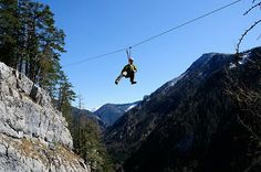 Flying Fox im alpinen Gelände Rafting, Sport, Mount Everest, Ceiling Lights, Mountains, Nature, Travel, Abseiling, Bowties