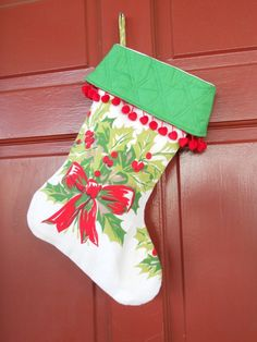 uses for vintage table clothes | Vintage tablecloth upcycle. Super cute use of Christmas tablecloth. I ...
