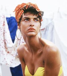 Canadian MegaModel Linda Evangelista for Vogue Italia Steven Meisel, High Fashion Photography, Editorial Photography, Lifestyle Photography, Glamour Photography, Beauty Dish, Raw Beauty, Girl Thinking, Portraits