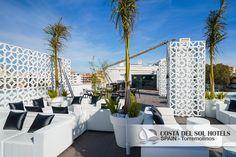 """La Terraza Chill-out """"Sky"""" del Hotel Boutique de Lujo Costa del Sol ofrece, con su majestuosidad y belleza modernista, el ambiente más exclusivo de Torremolinos. Un espacio creado para escapar del calor, disfrutar de las noches de verano y la brisa del mar, junto los cócteles más sofisticados y unas espléndidas vistas. Cocktail, Carpa, Interior Design, Chill out, Arquitecture, Halal, Halal Restaurant, Cachimba, Shisha, Juice Cocktail."""