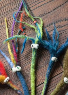 It& great when you can felt cords. Überhaupt nicht schwer, aber sücht… It& great when you can felt cords. Not difficult at all, but addictive. We are in bookworm fever and could have days … - Diy Crafts To Do, Felt Crafts, Fabric Crafts, Nuno Felting, Needle Felting, Felt Bookmark, Girl Scout Activities, Twist Outs, Felt Art