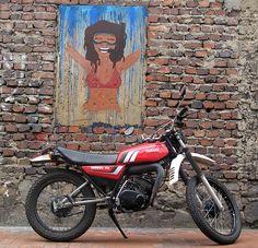 Urlaubsflirts mit Yamaha DT 175 für Motorradmänner in Bogota | BRASH Deutschland
