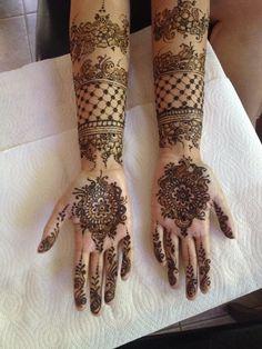 mehndi maharani finalist: Bridal Henna Artist http://maharaniweddings.com/gallery/photo/26971 @hennatattoo