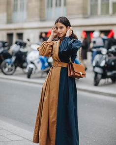 In LOVE with this contrast coat🖤 // Photo credi Street Style, Street Chic, Looks Style, My Style, Fashion Outfits, Womens Fashion, Fashion Trends, Winter Fashion, Paris Fashion