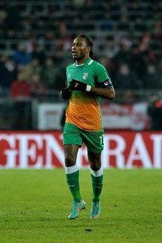 Didier Drogba, capitaine de l'équipe de football de Côte d'Ivoire. ◆Côte d'Ivoire — Wikipédia https://fr.wikipedia.org/wiki/C%C3%B4te_d%27Ivoire #Ivory_Coast #Cote_d_Ivoire