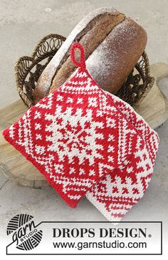 Baking Season - Knitted pot holders for Christmas with color pattern in DROPS Paris. - Free pattern by DROPS Design Potholder Patterns, Crochet Potholders, Knit Dishcloth, Knitting Patterns Free, Free Knitting, Free Pattern, Knit Crochet, Crochet Patterns, Drops Design