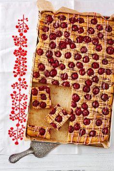 Schneller Kirsch - Nuss - Kuchen, ein raffiniertes Rezept aus der Kategorie Kuchen. Bewertungen: 22. Durchschnitt: Ø 4,0.