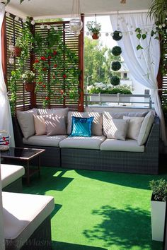 Balkon lato aranżacja 2017 – Moje Własne , You are in the right place about Balcony Garden apartment Here we offer you the most beautiful pictures about the Balcony Garden bed you are looking Small Balcony Design, Small Balcony Garden, Small Balcony Decor, Terrace Design, Garden Design, Balcony Ideas, Modern Balcony, Terrace Ideas, Fence Design