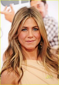 Jennifer Aniston hair color... golden blond with brown lowlights