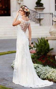Gorgeous wedding dress back! // BRIDAL GALLERIA OF TEXAS STELLA YORK // STYLE 6118 // San Antonio Weddings | Wedding Dress Wednesday | The Wedding Lady Blog