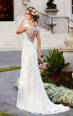 Gorgeous wedding dress back! // BRIDAL GALLERIA OF TEXAS STELLA YORK // STYLE 6118 // San Antonio Weddings | Wedding Dress Wednesday | The Wedding Lady Blog