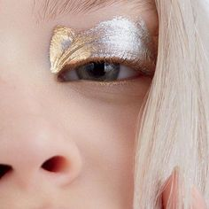 gold metallic eyelid eyeshadow