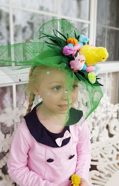 Girl's DIY Chicken & Egg Easter hat Fascinator for School Parades Girl's DIY Chicken Easter Hat idea, full picture tutorial and how to make instructions on site Crazy Hat Day, Crazy Hats, Easter Projects, Easter Crafts, Easter Ideas, Craft Projects, Easter Hat Parade, Spring Hats, Hat Crafts